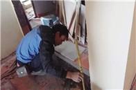 实拍厨房门槛石安装,泥瓦师傅这技术太赞了!