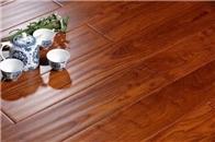 家里有小孩,新房该铺木地板还是地砖?