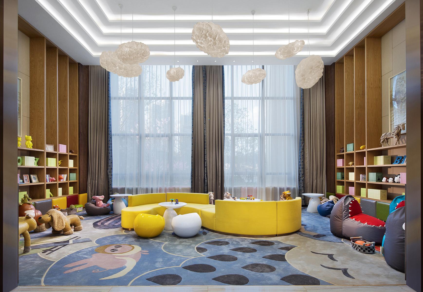 韵律感来暗示时空的推移,让客人在空间感受中设计师带来的设计变化.图片