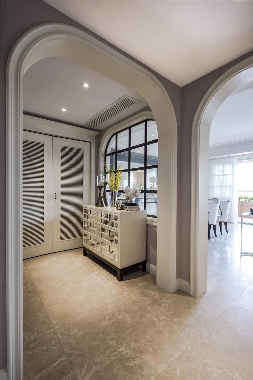 黑白拼花地板,营造出不同于白色的立体感,  功能区分明确,利用横厅图片