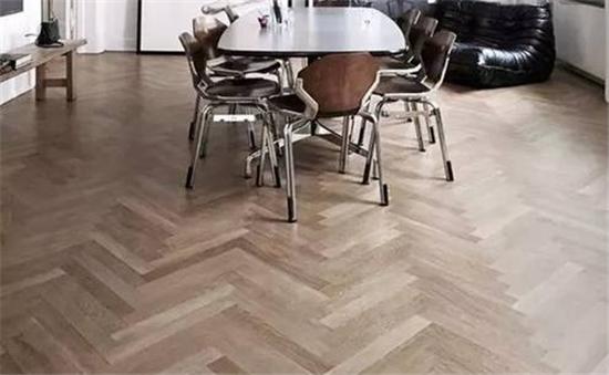 木地板怎么貼比較好看?貼木地板掌握這3種方式讓家與眾不同!