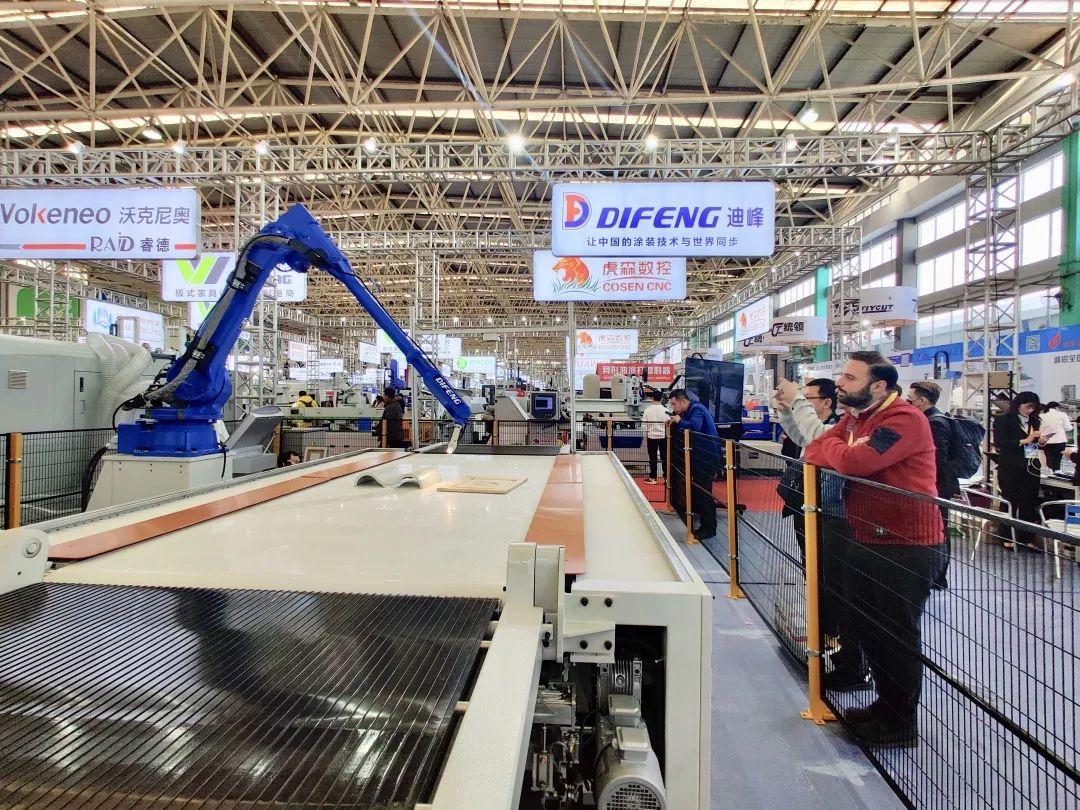 智能機器人噴涂助推木器涂裝產業升級!