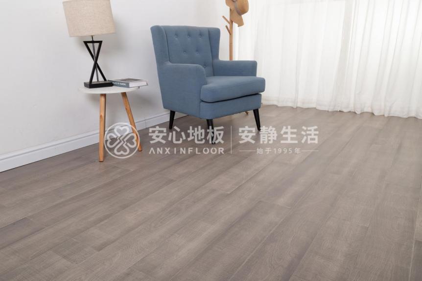 安心地板:灰色地板这么百搭,怪不得小伙伴都喜欢!