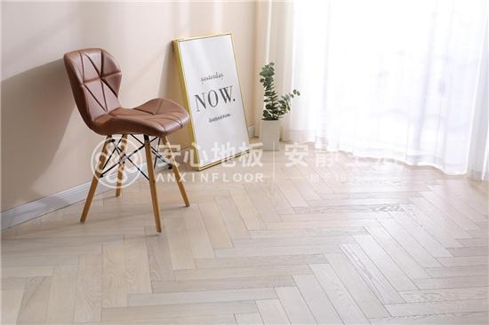 安心地板:浅色木地板这么搭配,让家简约又时尚!