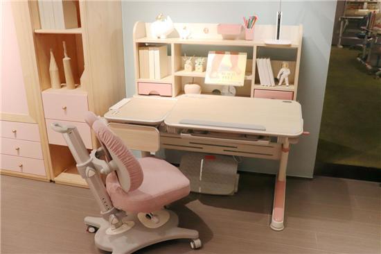 评测|《七彩人生》儿童成长空间--奋进星功能学习桌椅:为孩子的身体健康保驾护航