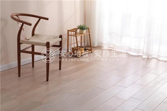 安心地板:踢脚线与木地板颜色怎么搭配合适?这3点很重要......