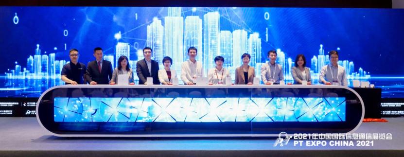 华为发布鸿蒙智联FTTR千兆全光房间新方案, 联合战略伙伴发起5年发展1亿FTTR数字家庭倡议