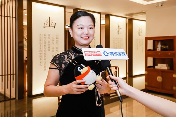 腾讯专访 东莞市旗袍文化艺术协会林卓珊:红木家具和旗袍的搭配,展现纯正中国美