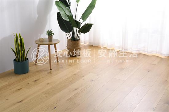 木地板有结疤正常吗?
