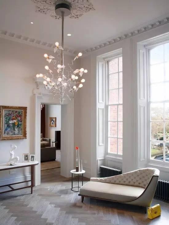 石膏装饰线及装饰花是目前普遍选用的装饰材料.图片
