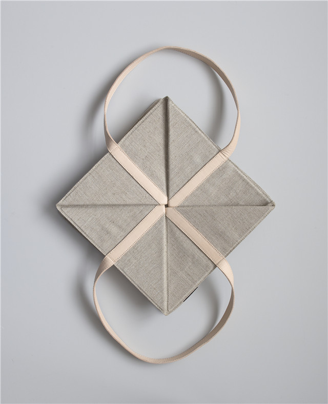 MOJ18_CECILIE MANZ - ORIGAMI BAG 01 - PHOTO CREDIT - CECILIE MANZ STUDIO.jpg