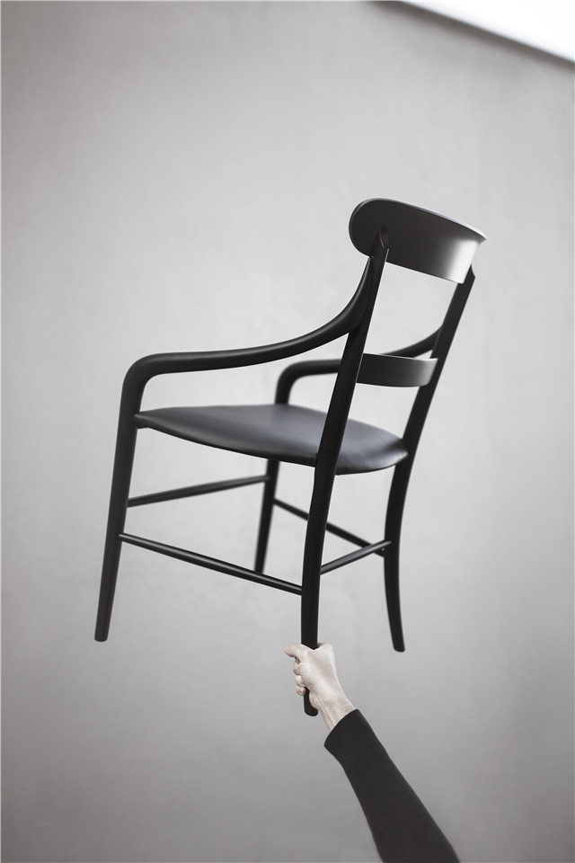 MOJ18_CHIAVARI CHAIR - OSHIRO - Photo by Alberto Strada.jpg
