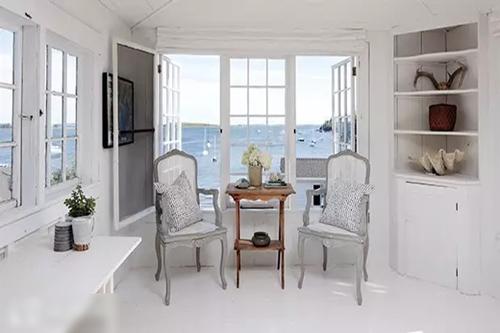 白白色家庭乱伦_清冷的白色会使房间显得更大,更亮堂,搭配纯白色墙壁和浅色家具,是不