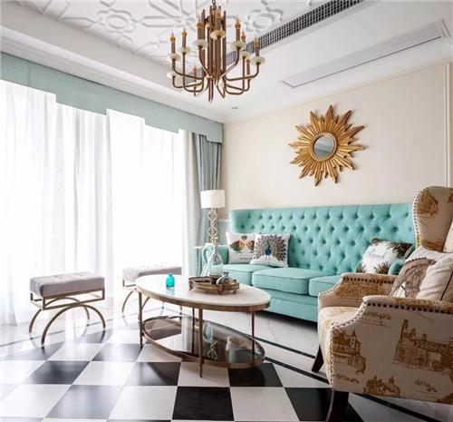 浅蓝色的美式沙发,配上各种精致的软装,优雅无比.图片