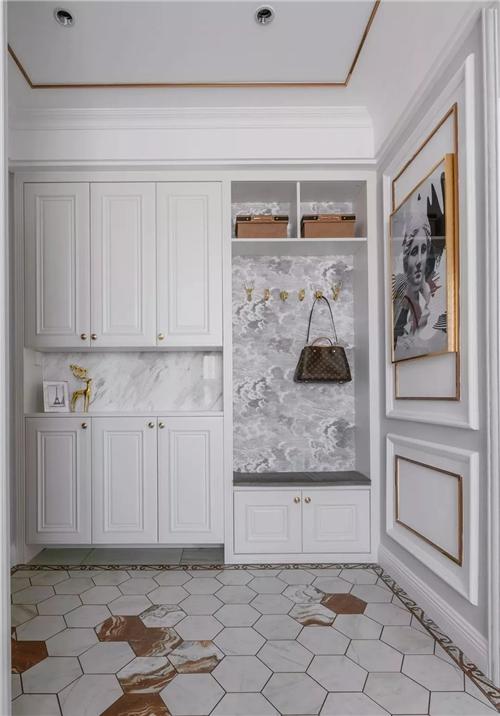 玄关,嵌入式的收纳柜,融展示区,换鞋凳,挂衣区为一体,可实用了呢!图片