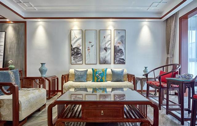 中式讲究对称,灵活嵌入花鸟虫鱼水墨画,博古架也是背景墙设计的图片