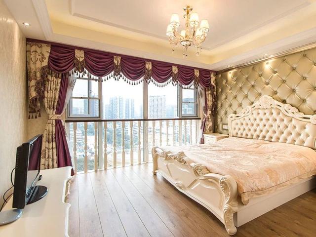 红紫窗帘升华典雅尊贵的卧室空间,真丝面料床品呼应欧式大床色调,体现图片