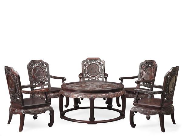 泰和园经典代表作《松鹤延年茶台》亮相2018年1月美国洛杉矶国际艺博会中国国家展