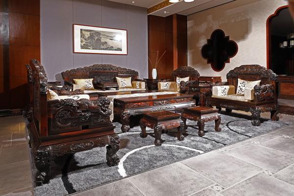 华厦·大不同精品家具——《狮子绣球沙发》_调整大小.JPG