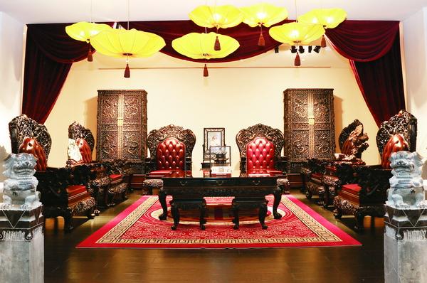 泰和园当代中式艺术生活中心展示的格调高雅的红木家具