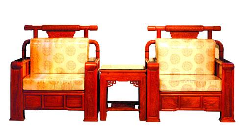 2005年,中信红木为北京人民大会堂浙江厅制作的软体大总统沙发