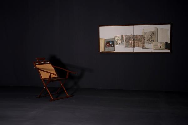 """区氏臻品黄花梨躺椅与陈丹青布面油画在""""山先生书房"""""""