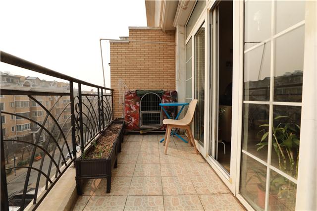 """被""""荒废""""的室外阳台成了杂货间"""