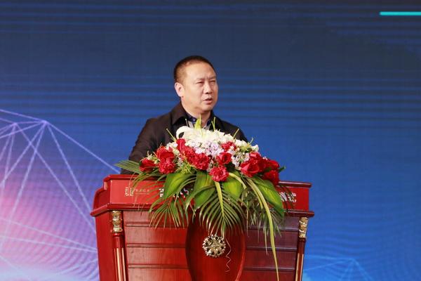 全联艺术红木家具专业委员会主席团主席、西安雅居阁总裁石立峰致辞.JPG
