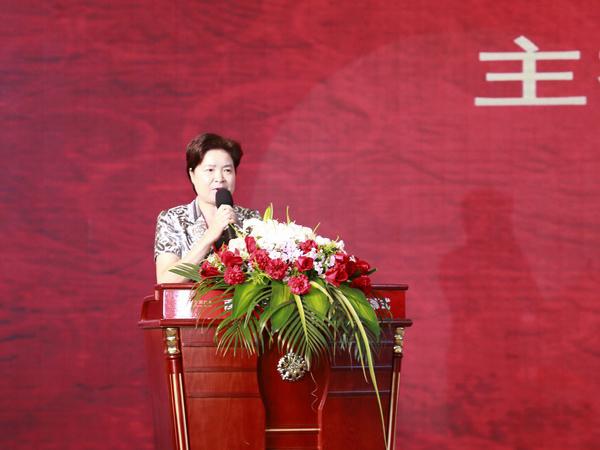 东阳市政协主席卜亚男主持首届中国红木家具展览会开幕式