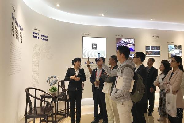 来自全国各地的经销商于4月27日组队参观大清翰林吴腾飞艺术馆