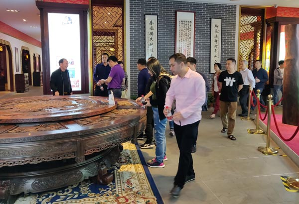 全国各地经销商参观御乾堂红木展厅