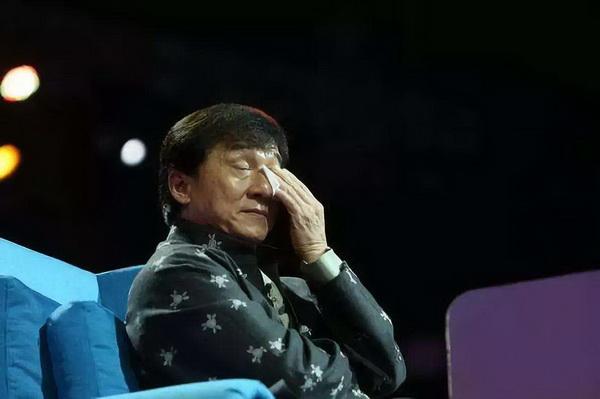 4.成龙落泪.jpg