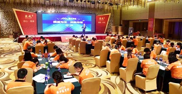 東成紅木一直堅持與經銷商共贏,站在行業更專業的角度幫助經銷商建立服務體系、學習體系、運營體系等一整套成長系統