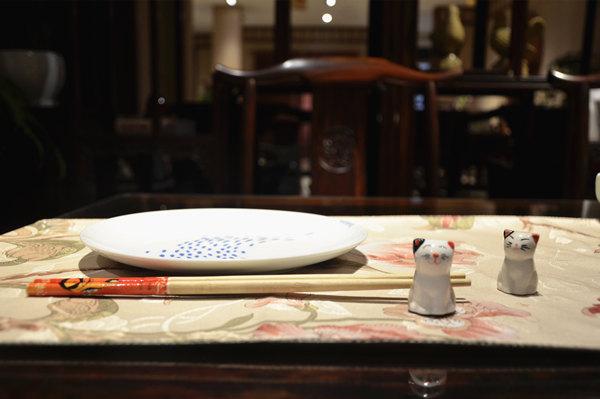 富宝轩红木明式餐桌,既有经典的传承,又不失童真童趣