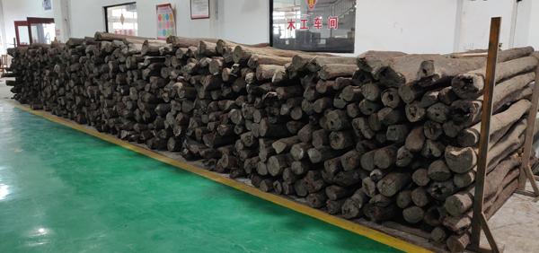 大红酸枝、小叶紫檀等丰富的木材储备为御乾堂红木开展高端私人定制服务提供了条件