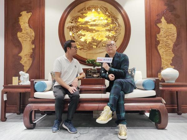 卓木王中式精致生活大家居总裁杜长江接受腾讯家居红木采访,阐述了卓木王红木本次参展的意义以及对东方美学的构想与愿景.jpg