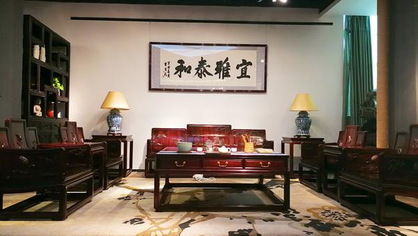 紫色在红木家具中具有非常高贵和敬畏的地位.jpg