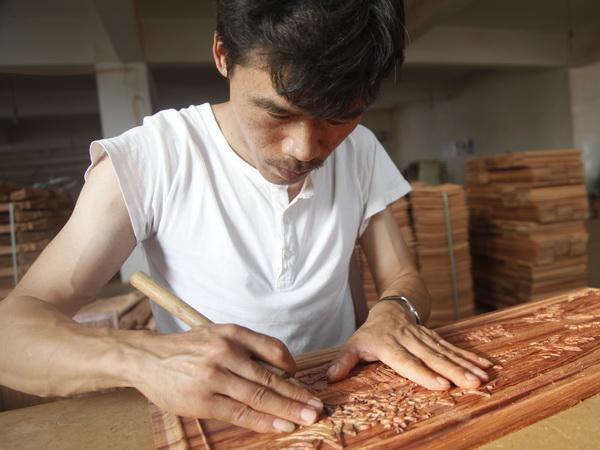中信红木纯手工精致雕刻,打造有温度有品位的匠心品牌.jpg