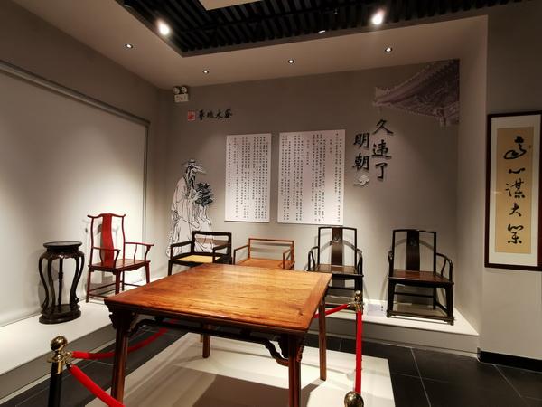 魯班木藝展覽館裏的家具氣韻融通,不見斧鑿痕迹,可謂美輪美奂.jpg