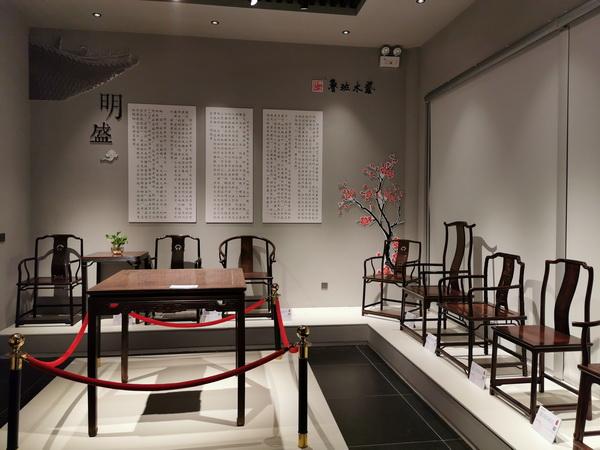 魯班木藝展覽館裏的家具氣韻融通,不見斧鑿痕迹,可謂美輪美奂 (2).jpg
