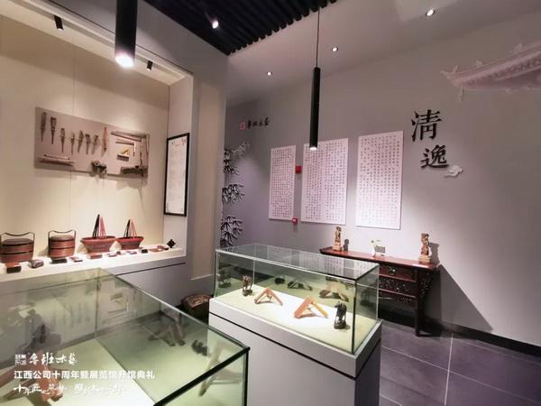 魯班木藝展覽館裏的家具氣韻融通,不見斧鑿痕迹,可謂美輪美奂 (3).jpg