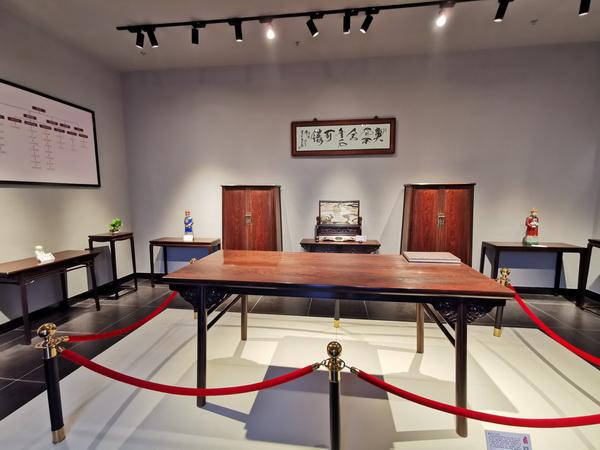 """魯班木藝通過展覽館裏的經典作品,讓世界從明式家具開始""""讀懂""""中國.jpg"""
