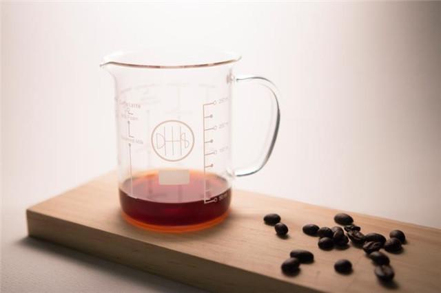 青沐+东海设计作品-咖啡烧杯.jpg