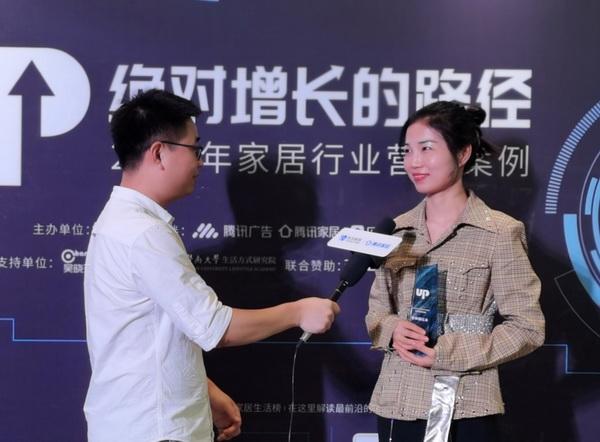 泰和园总裁办主任张茜(右)接受腾讯家居采访.jpg