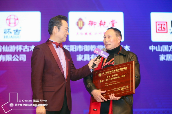 御乾堂红木董事长马海军接受央视主持人赵保乐采访