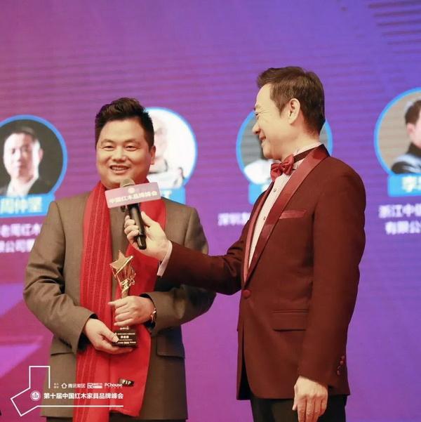 中信红木董事长李忠信接受中央电视台主持人赵保乐的采访.jpg