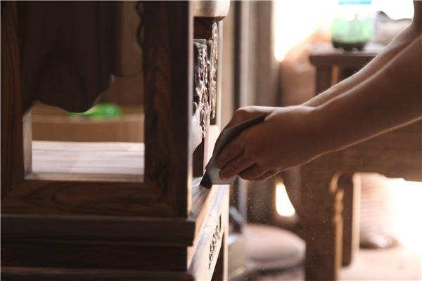 用匠心打造匠品,古森红木严选材高标准.jpg
