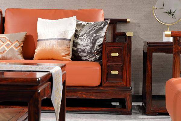 """""""富居江山""""不仅注重产品品质,也十分注重软装配饰的舒适感和整体搭配的审美感,极尽所能传达中式生活概念.jpg"""
