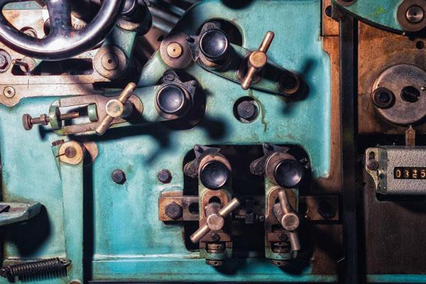 跨越危机——工业供应链的转型与重塑.jpg