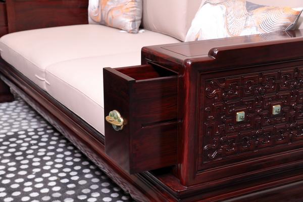沙发扶手内侧加置扶手箱增加收纳功能